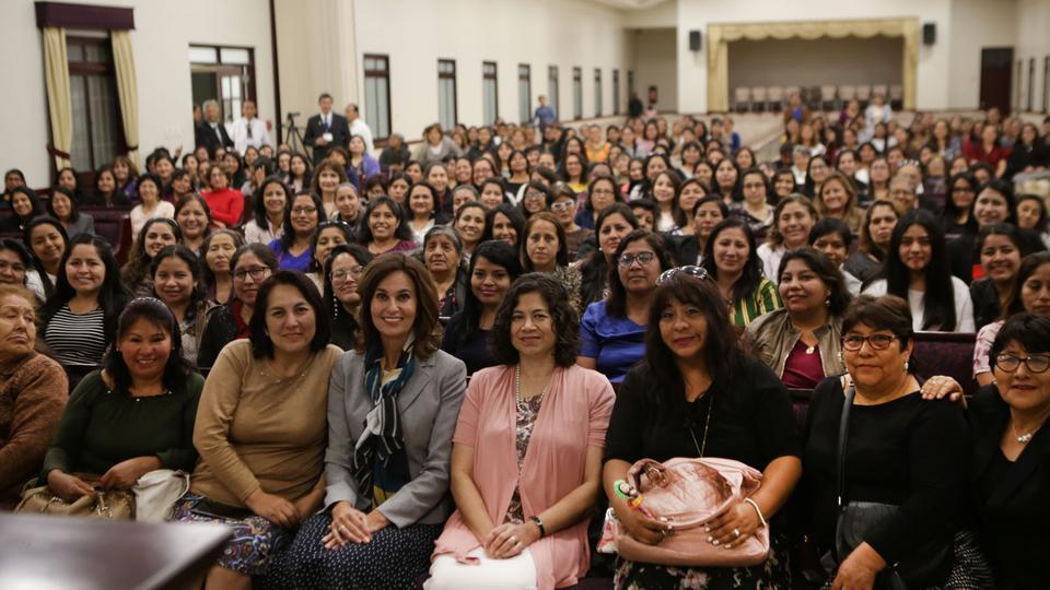 Líderes mundiales de la Primaria y Sociedad de Socorro visitan Perú