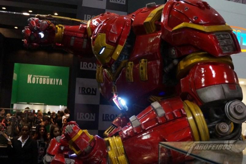 Farofeiros na CCXP 2015 - Hulkbuster no stand da Iron Studios