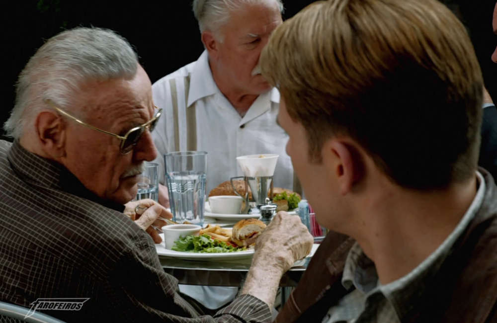 O que está acontecendo com Stan Lee - Stan Lee e Steve Rogers - Stan Lee não está feliz
