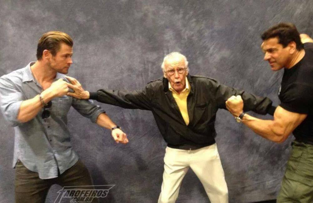 Lembra aquele dia que Stan Lee segurou a treta entre Thor e Hulk - Stan Lee dando susto - Blog Farofeiros