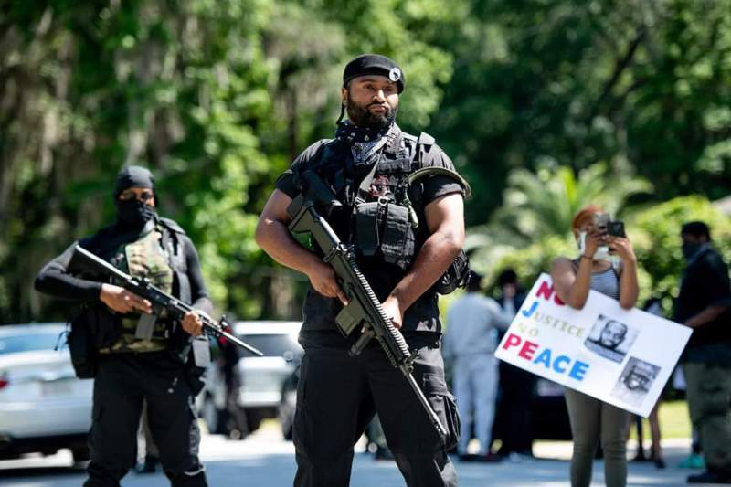 Memes para responder Minions - Blog Farofeiros - Armed Black Panther members show up in the neighborhood of the men who lynched 25yo Black Jogger Ahmaud Arbery