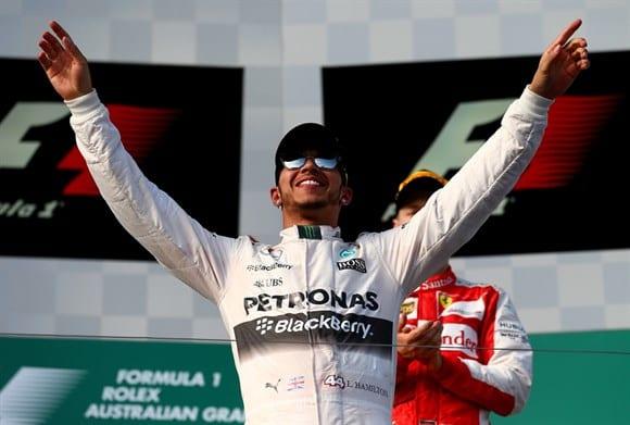 Hamilton comemora a primeira vitória de 2015. GP da Austrália foi uma das piores aberturas de temporada da história da F1 (Getty Images)