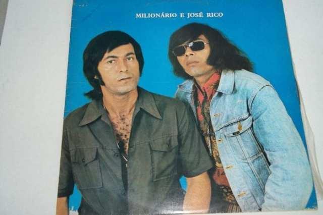 """O primeiro LP da dupla, de 1973, já tinha um sucesso: """"De Longe Também se Ama"""" (Mercado Livre)"""