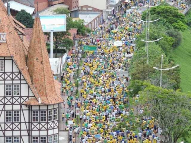 Protesto contra corrupção e a Dilma Rousseff em Blumenau (Jaime Batista)