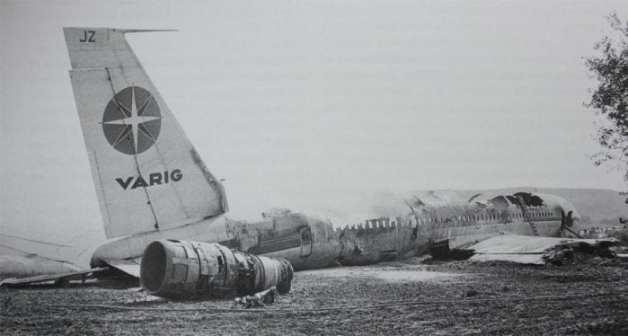 Estado em que ficou o Boeing 707 da Varig, após o pouco forçado nos arredores do Aeroporto de Orly, em 1973. 111 mortos (Wikimedia)