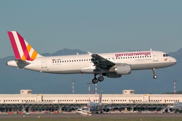 Airbus A320 da Germanwings, semelhante ao da queda. Empresa oferece passagens a baixo custo e é pertencente a Lufthansa (planespotters.net)