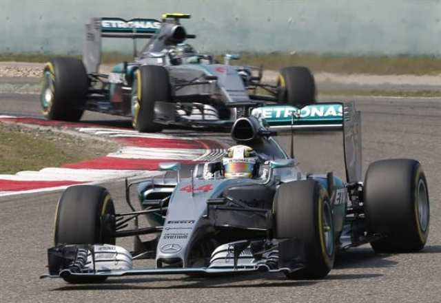 """Mercedes segue dominando, mas pode enfrentar contratempos com o """"climão"""" entre os pilotos (AP)"""