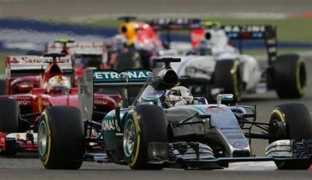Hamilton parte na frente para vencer mais uma. Mas distância para a Ferrari diminui (AP)