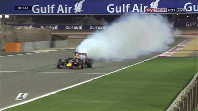 Riccardo estoura motor na chegada. Red Bull vive tempos melancólicos (Reprodução / Sky Sport