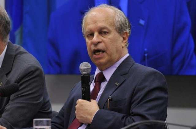 O ministro Renato Janine, participa de audiência pública na Comissão de Educação da Câmara e fala sobre o impacto do corte orçamentário nos diversos programas educacionais em curso no País (Antonio Cruz/Agência Brasil)