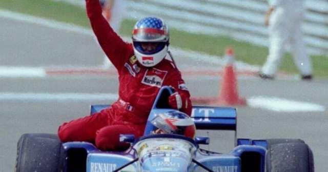 """Alesi """"cavalga"""" a Benetton de Schumacher em Montreal, 1995. Primeira e única vitória do francês completa 20 anos (Getty Images)"""