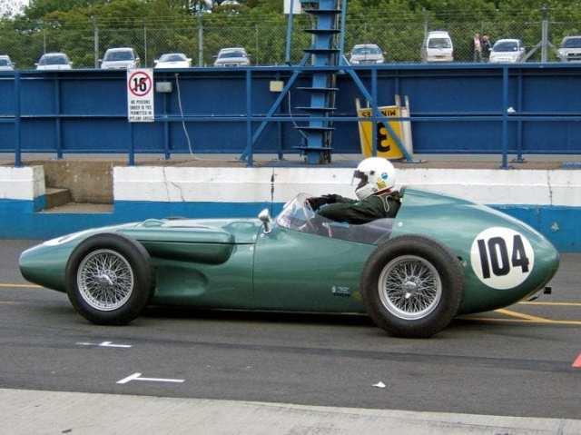 Um Aston Martin de F1, de 1960. Tradicional montadora de carros esporte britânica pode estar regressando a categoria junto da Red Bull ((John Chapman)