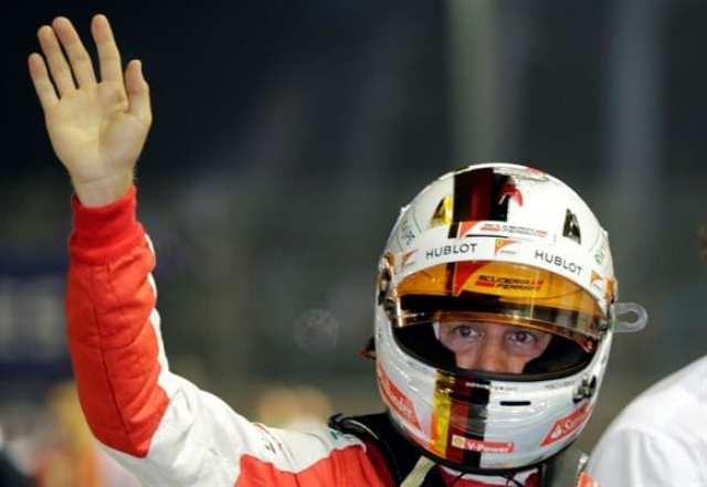 Vettel celebra mais uma vitória, a 42ª da carreira, que o coloca como o terceiro maior vencedor da história da F1 (AP)