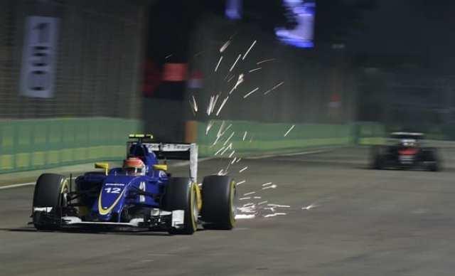Felipe Nasr na luta pessoal contra as deficiências do Sauber e os concorrentes. Terminou em 10º, somando mais um pontinho (AP)