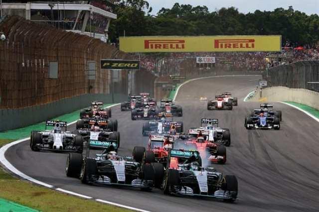 Na largada, o de sempre. Rosberg segura Hamilton e arranca para a vitória (Getty Images)