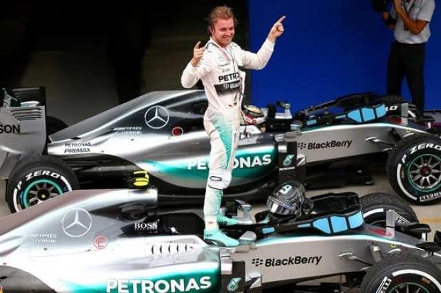 Rosberg celebra a segunda seguida neste fim de ano da F1. Corrida chata, com lembranças à França e bom público nas arquibancadas de Interlagos (Getty Images)
