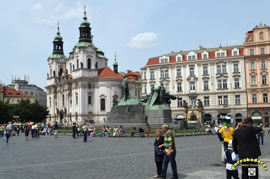 Praga - Catedral de São Nicolau na Praça da Cidade Velha