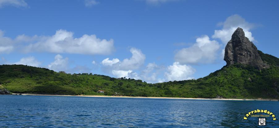 Fernando de Noronha - Praia da Conceição - Bar do Duda Rei e o Morro do Pico