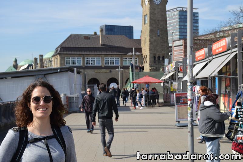 Passeio pelas docas no porto de Hamburgo.