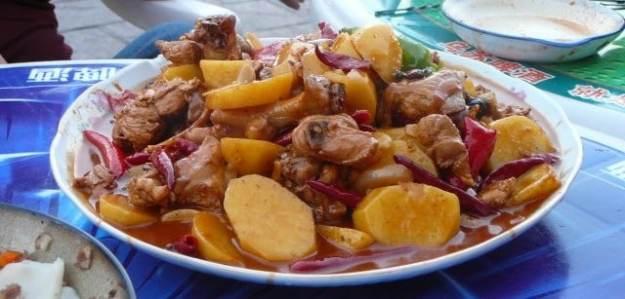 """Dapanji, or """"Big Plate Chicken"""" is great Xinjiang cuisine"""