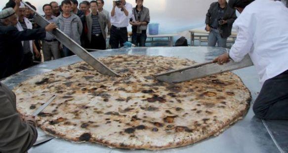 Xinjiang boasts the world's largest Uyghur flatbread (naan)