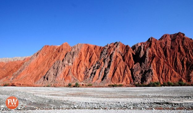 The Oytagh Red mountains along China's Karakoram Highway