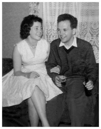 1961 wedding dress photo bride vera and bridesmaids 1960s vanity case