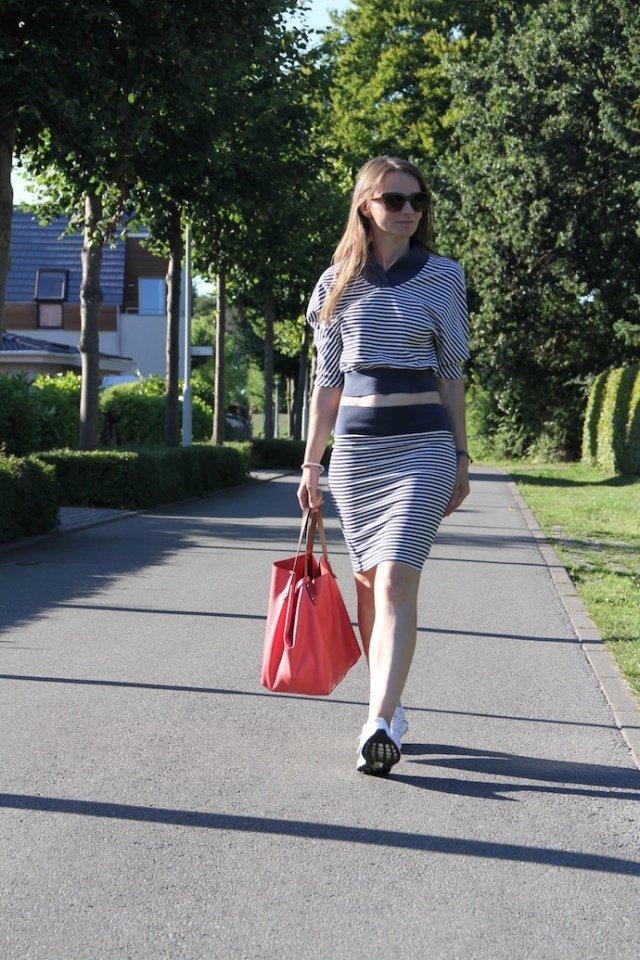 outfit_croptop_ultraboost_pencilskirt_6