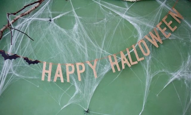 HappyHalloween_Girlande_Spinnennetz_Fledermaus