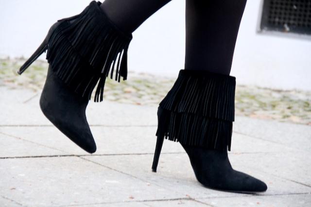 Ankle_Boots_Fransen_schwarz_velours