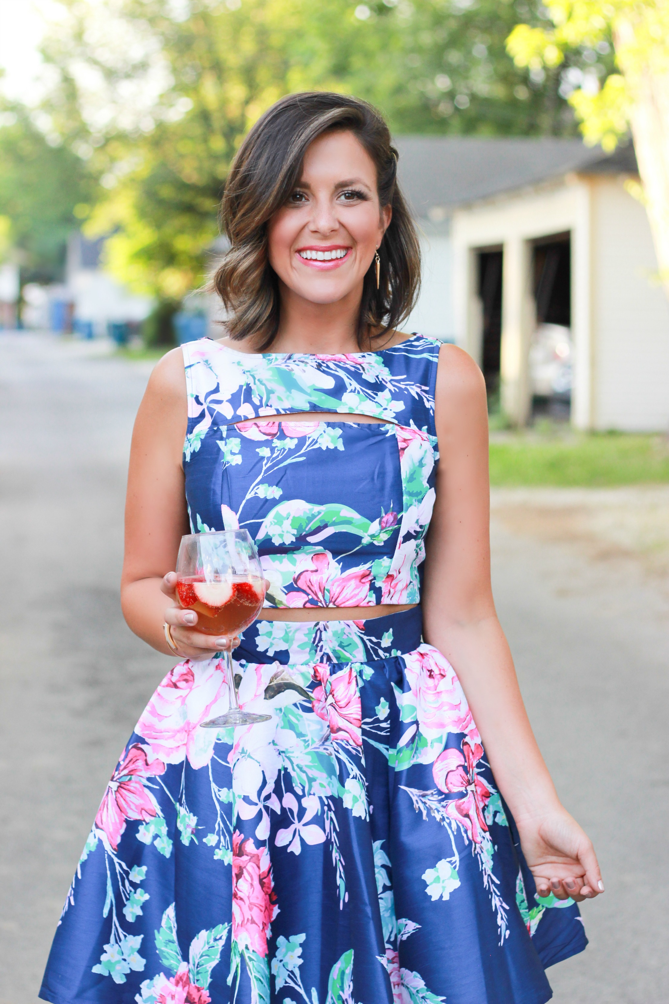Dressing for weddings with eshakti fashionately me if you dont walk in your back alley with champagne then youre not doing it right thank you kelli from big hair and foodie fare for these photos ombrellifo Images
