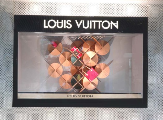 louis-vuitton-vitrine