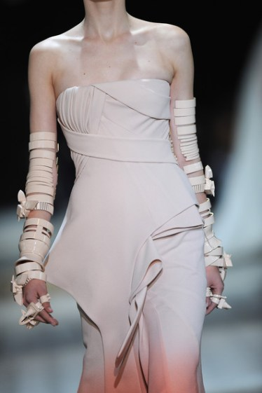 Givenchy fall haute couture 2010 10 4