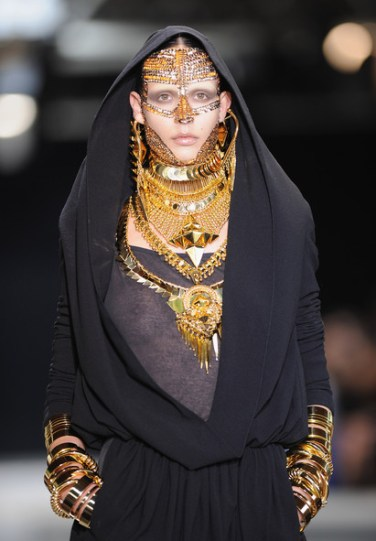 Givenchy fall haute couture 2010 10