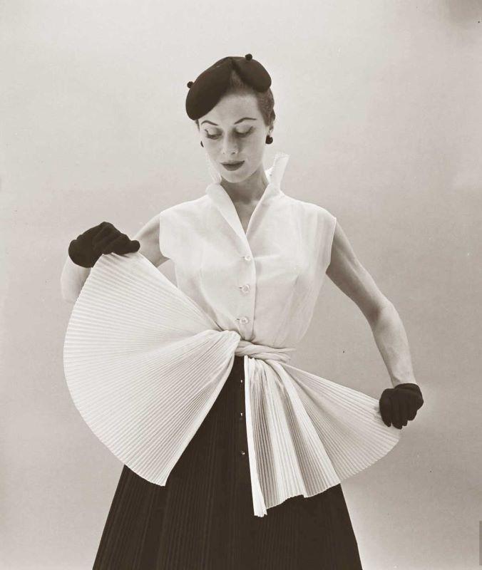 Modelo Givenchy anos 50