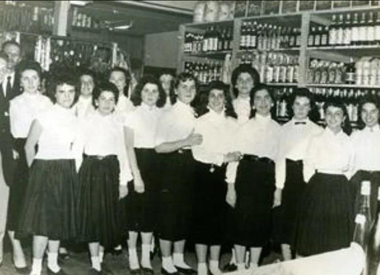 Grupo de mulher na companhia Rhodia nos anos 50