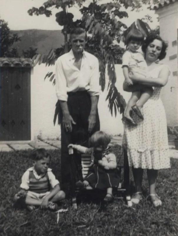 Norman Angel Jones e Zuzu Angel e os filhos.