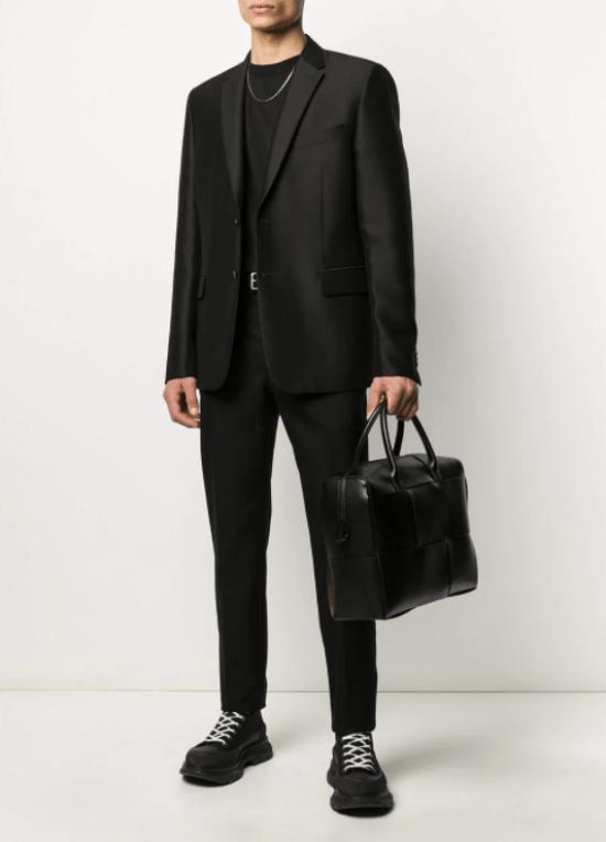 Bolsa masculina de mão com recortes quadriculados