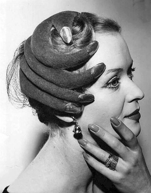 Chapéu de Elsa Schiaparelli.