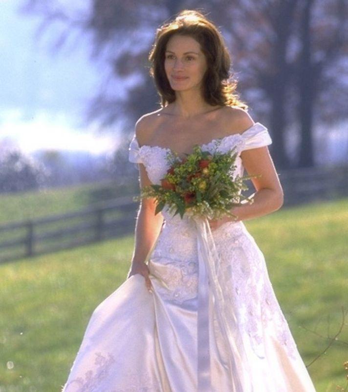 Julia Roberts com um vestido de noiva branco em uma cena do filme ´Noiva em Fuga`, de 1999.