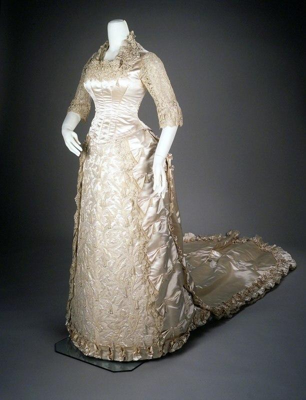 Vestido de noiva branco do ano de 1881.