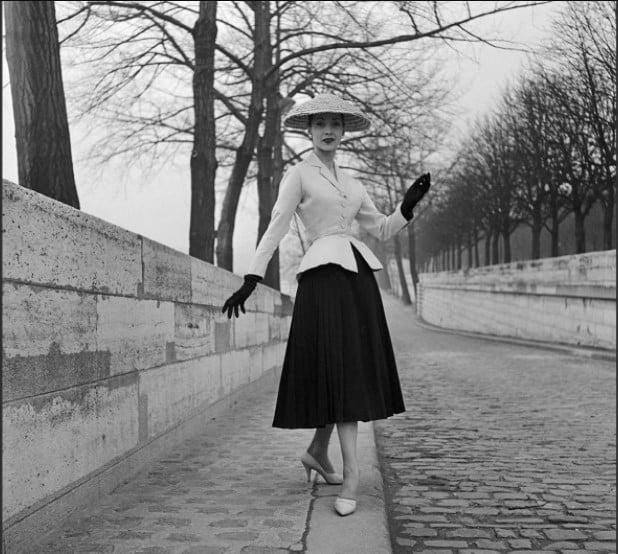 """Modelo com o """"New Look"""" de Christian Dior, em 1947."""