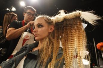 hair fashion show 2011 julio crepaldi backstage (4)
