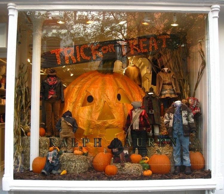 Vitrine infantil com decoração de Halloween