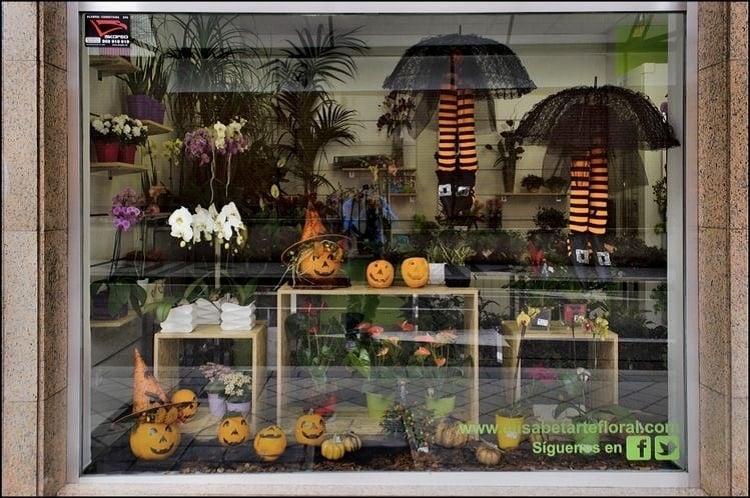 Floricultura com decoração de Dia das Bruxas