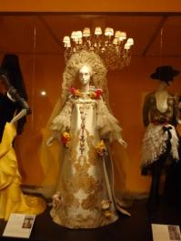 Glory of Spanish Dress (29)