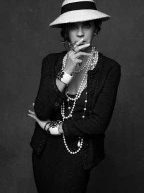 The Little Black Jacket de Chanel revivida por Karl Lagerfeld 251469856