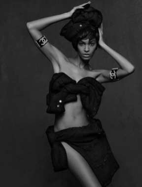 The Little Black Jacket de Chanel revivida por Karl Lagerfeld 58415