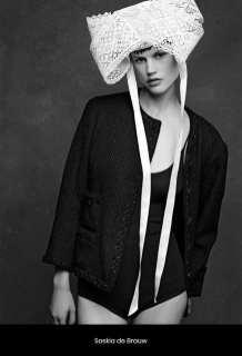 The Little Black Jacket de Chanel revivida por Karl Lagerfeld 69