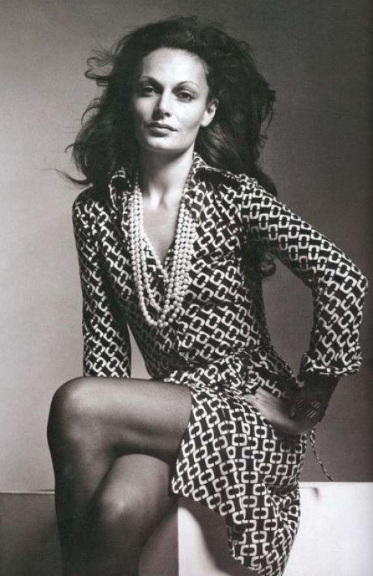 Diane von Furstenberg com vestido